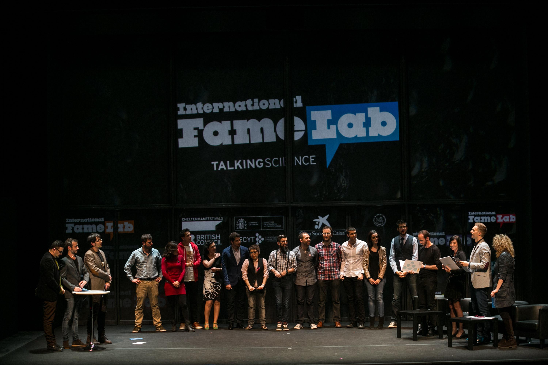 Imatge dels semifinalistes en el moment de la tria dels vuit que van passar a la final. L'acte es va fer al Teatre Poliorama, de Barcelona. Foto: FECYT