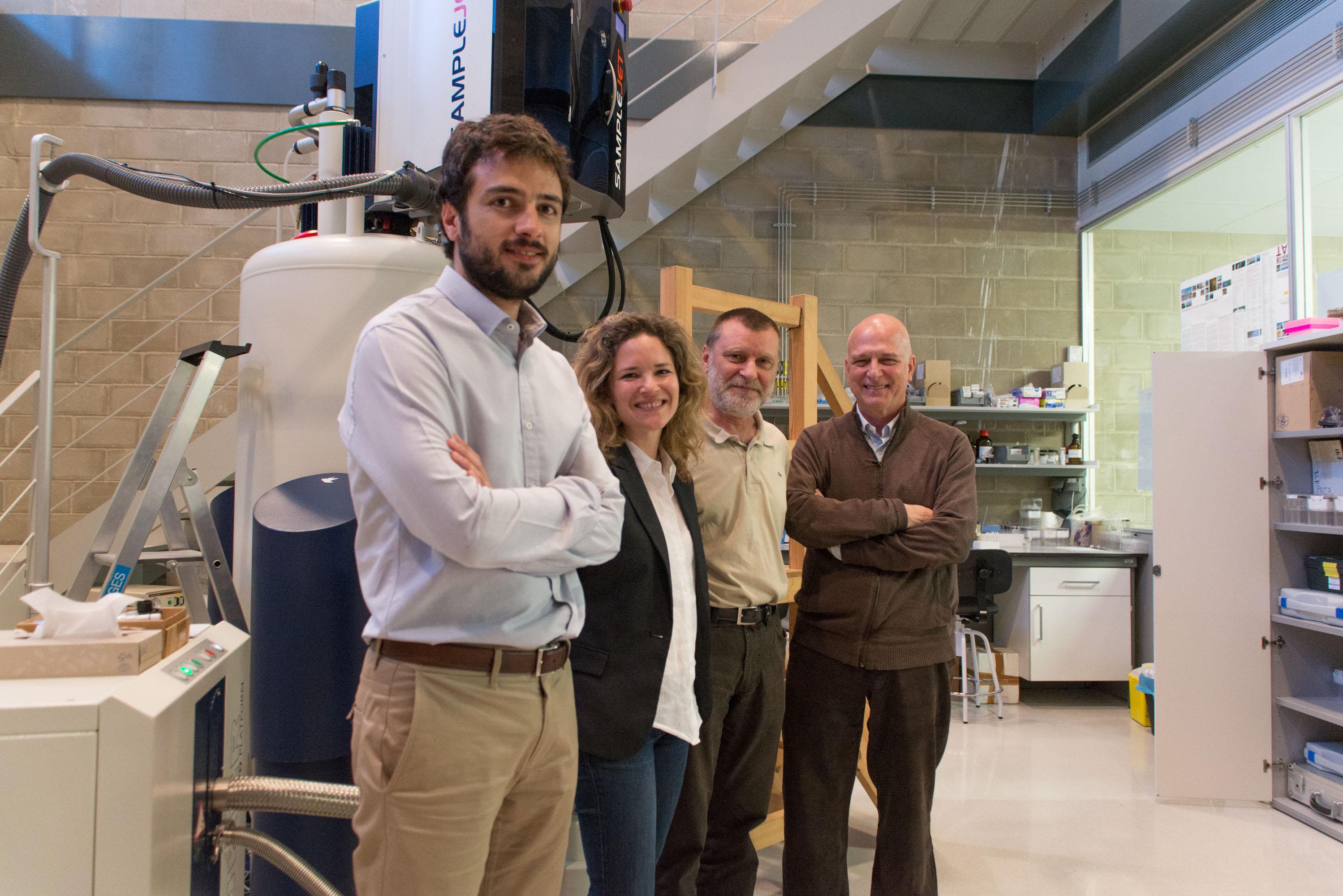 D'esquerra a dreta, els investigadors Roger Mallol, Núria Amigó, Xavier Correig i Lluís Masana.