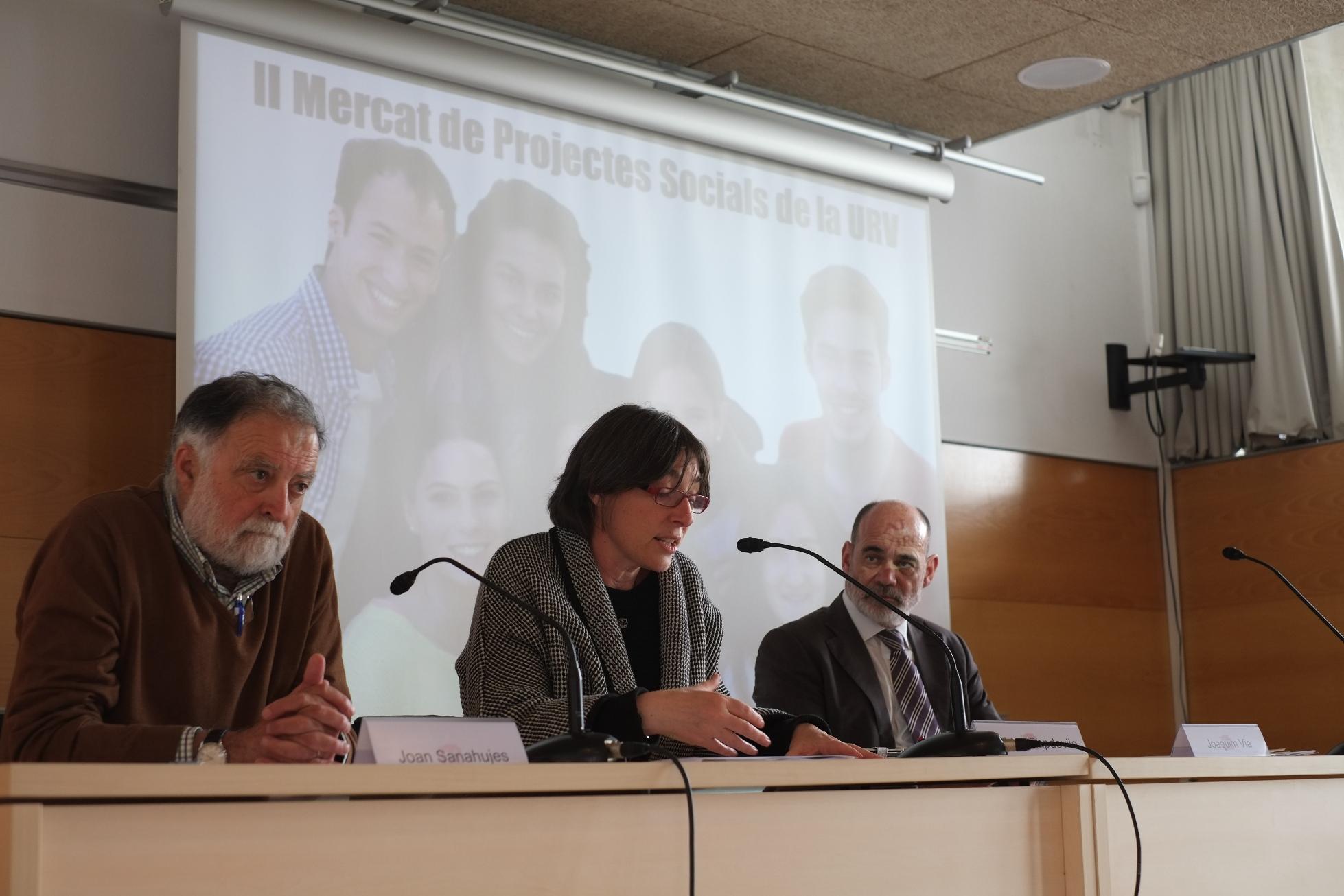 La presentació del Mercat, amb la vicerectora de Docència, Estudiants i Comunitat Universitària;  Joan Sanahujes, regidor d'ensenyament a Tarragona i Joaquim Via, membre del Consell Social de la URV.
