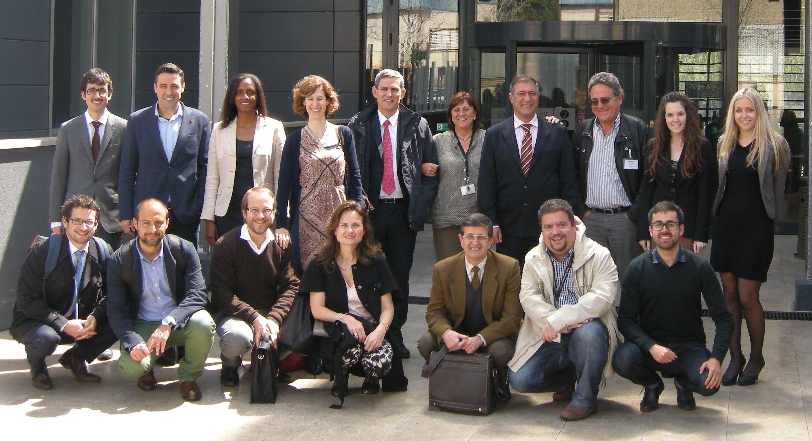 Imatge de grup dels representants de les empreses i institucions que formen part del projecte.