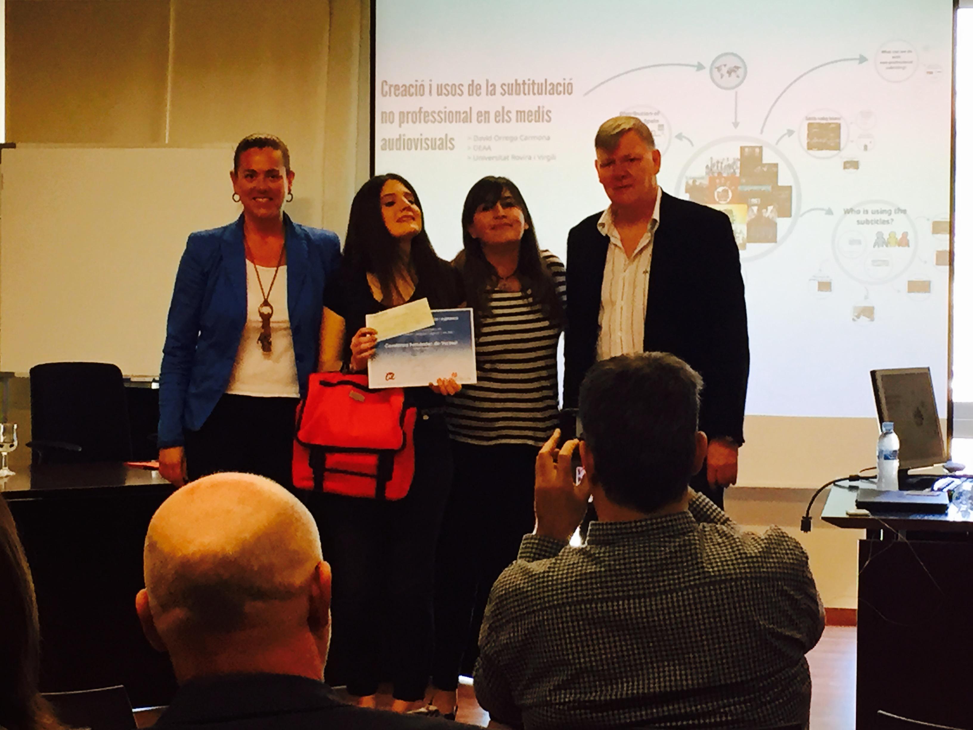 La guanyadora, Constanza B. Fernández, mostra el primer premi