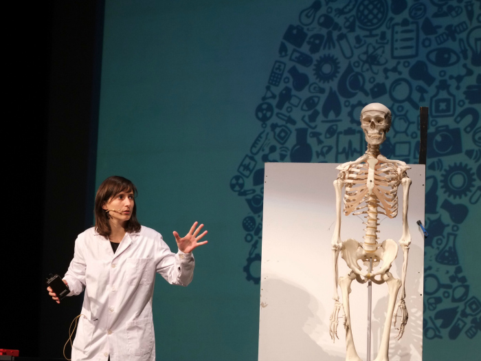 'Ciència al teatre' ha omplert el Bartrina de Reus de divertidíssims monòlegs científics.