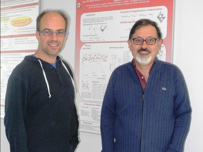 Els investigadors Josep Maria Poblet i Coen de Graaf, del grup de Recerca en Química Quàntica.