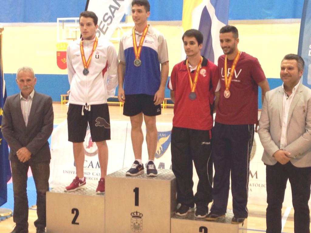 Àlex Asna, amb una de les dues medalles de bronze en Kumite -67Kg.