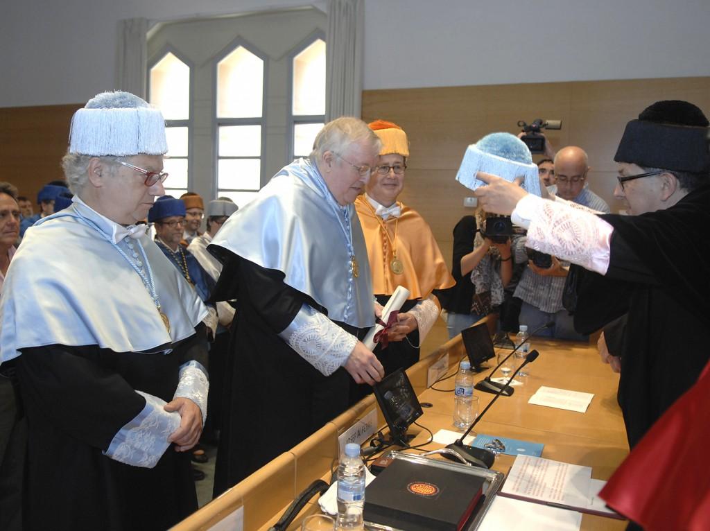 El rector ha investit el nou doctor honoris causa per la URV