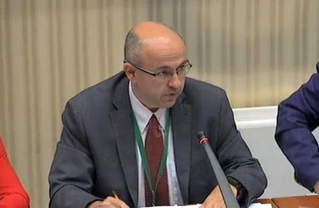 Sergio Nasarre, durante su intervención en el Parlamento de Cataluña.