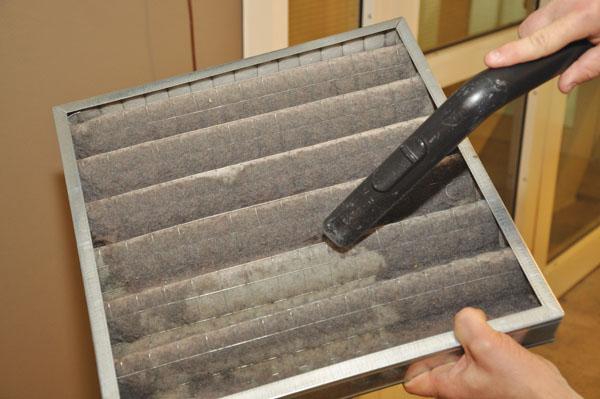 Una vegada aspirada la pols de la llar, es van utilitzar tècniques analítiques altament sensibles i selectives.