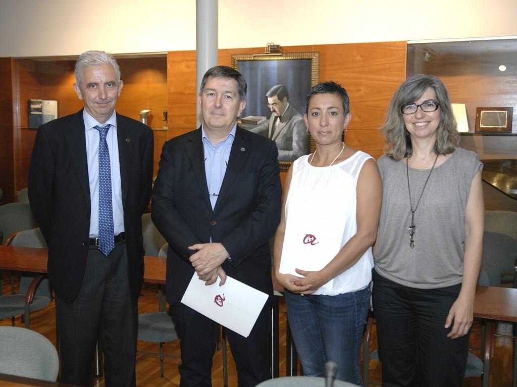 Desquerra a dreta Jordi Tous, vicerector d'Universitat i Societat, Josep Anton Ferré, Montserrat Gatell, i Inma Pastor, directora de l'Observatori de la Igualtat de la URV.