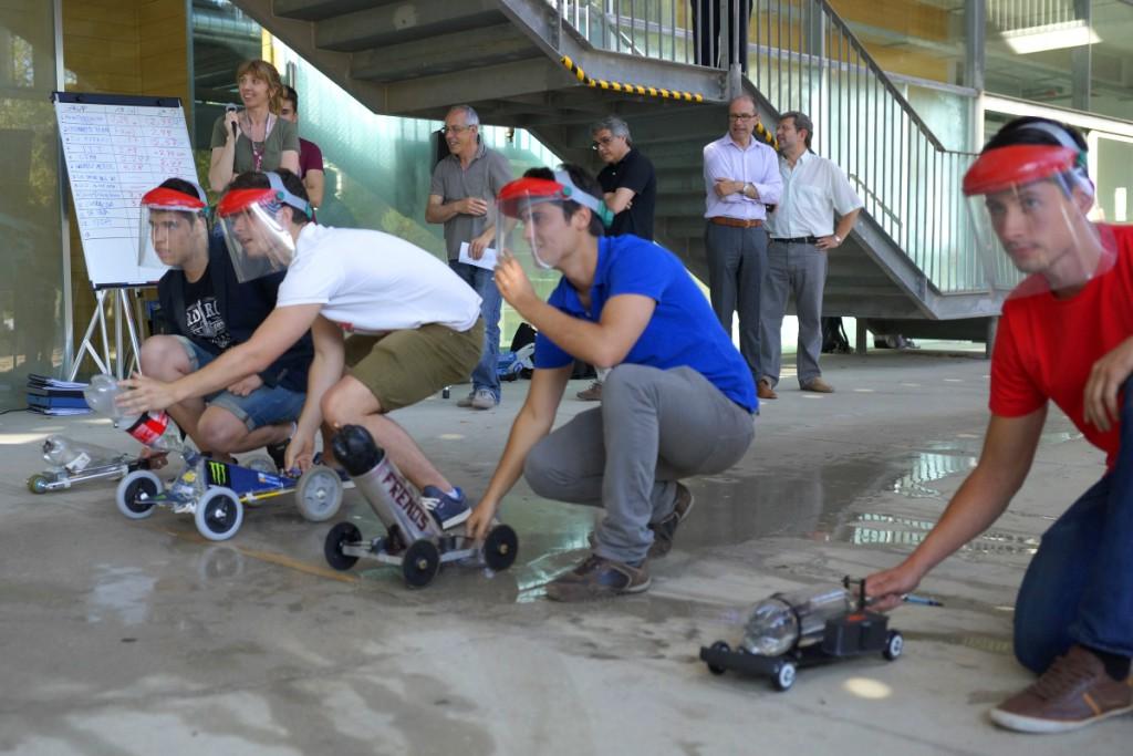 Una seixantena d'estudiants van participar, per equips, al concurs.