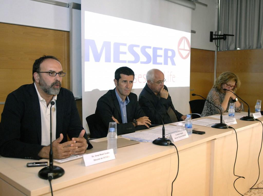 A la mesa d'esquerra a dreta, Josep Bonet, Rubén Folgado, Xavier Farriol i Teresa Pallarès.