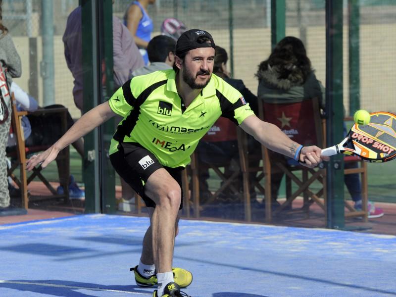 Ángel Ruiz Muñoz és el primer professional que juga amb una pala sense forats. / Drop Shot