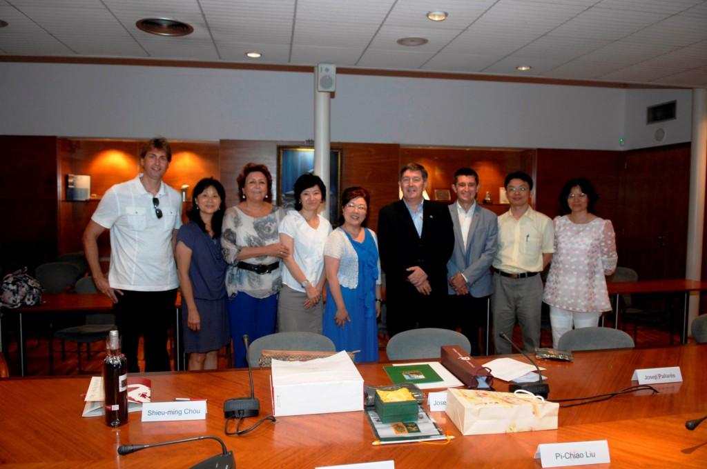 Foto de conjunt de la delegació de Wenzao Ursuline University amb els representants de la URV.