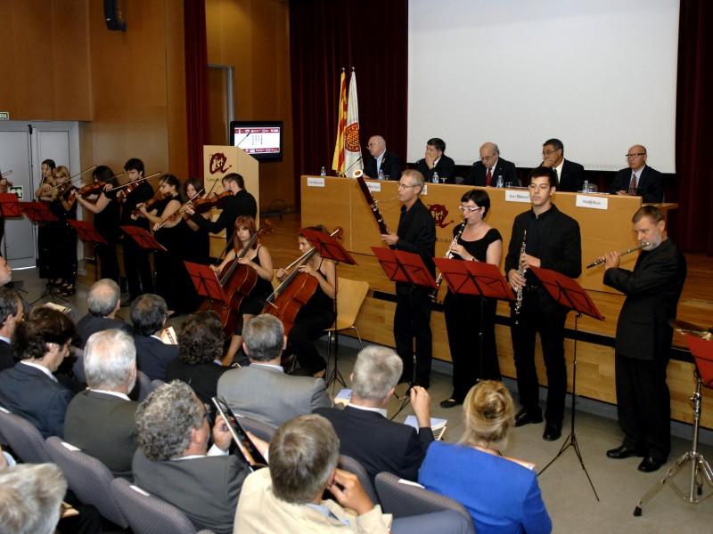 L'acte ha comptat amb les intervencions de la Coral i de la Orquestra de la URV.