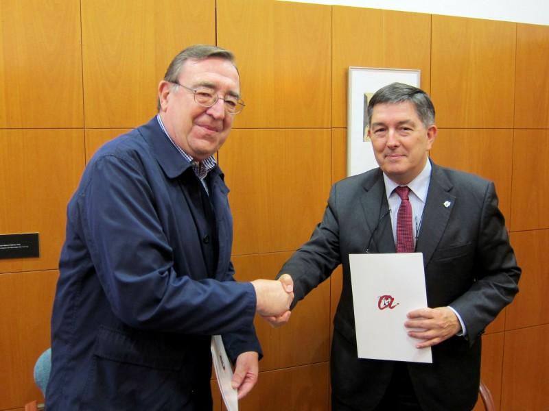 A l'esquerra, el president de la Fundació Joan Josep Marca, i el rector Josep Anton Ferré