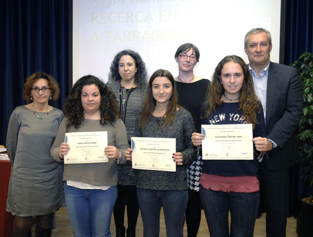 Foto de grup on surten les estudiants premiades.