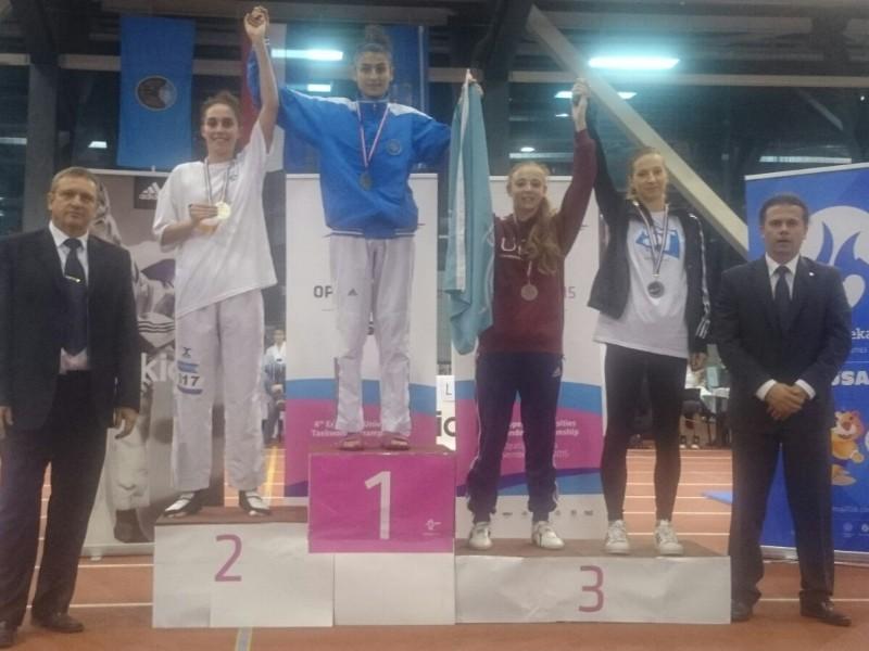 Gibet Gallego amb la medalla de bronze, compartint podi amb Dora Maric, que també va competir en les semifinals.