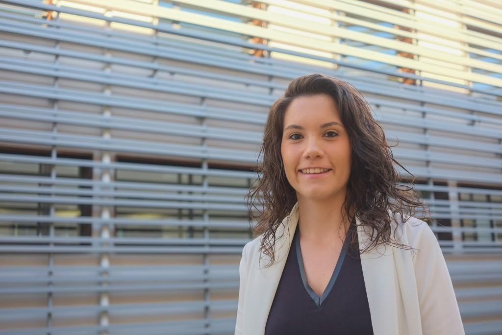 Sara Gomis, davant del PCT de Turisme i Oci de Catalunya, al campus Vila-seca de la URV.