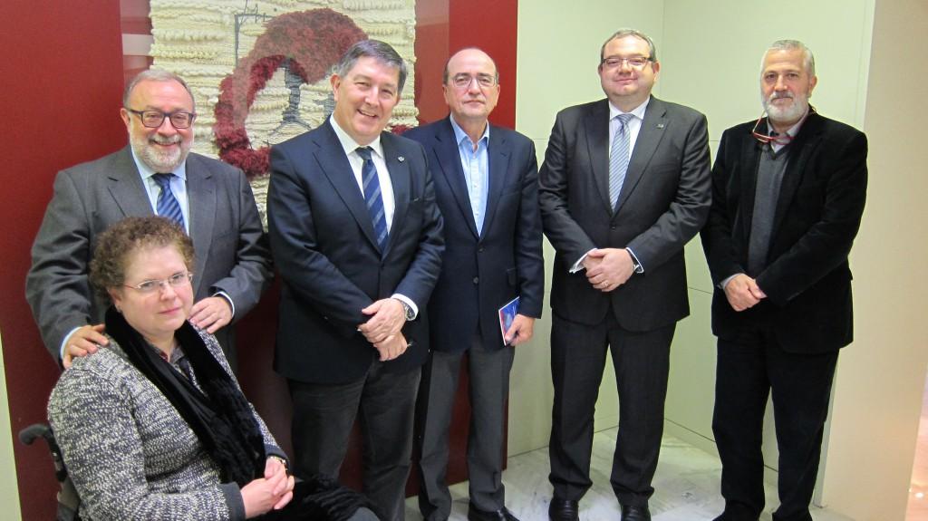 Els firmants del conveni, amb representants de GiPSS i la URV presents en l'acte.