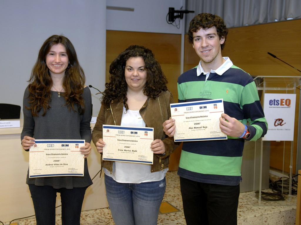 Els premiats Andrea Vides, Irene Martos i Àlex Moncusí.