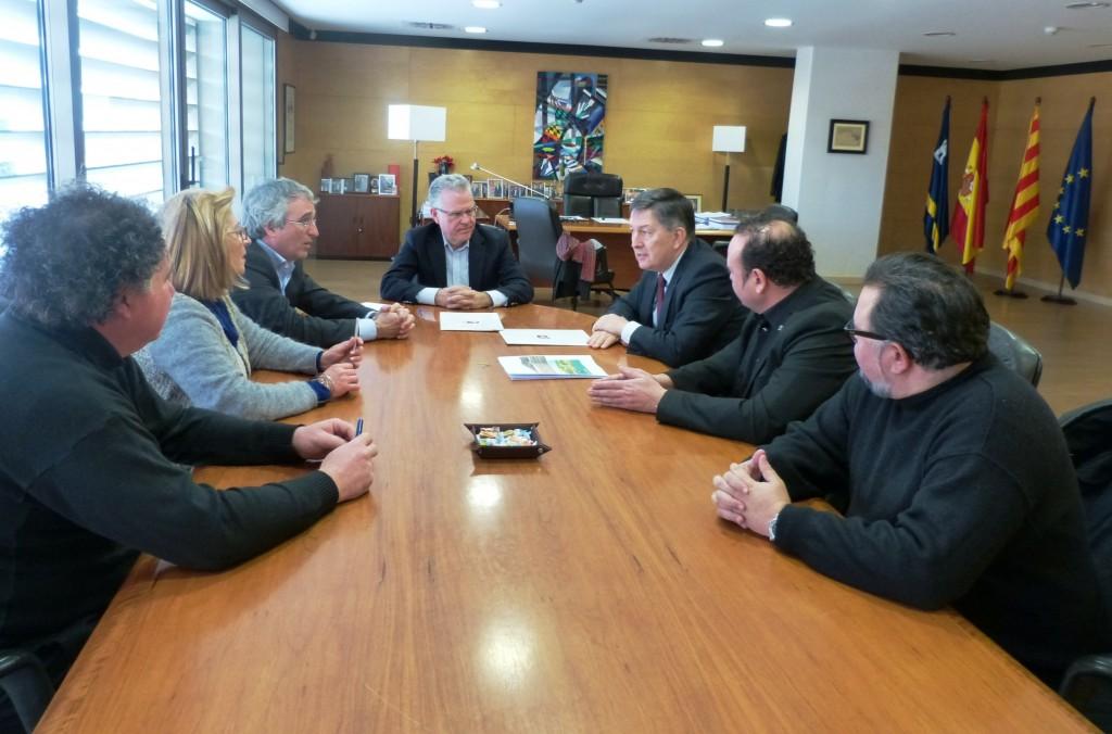 Pere Granados, al fondo, y a la derecha Josep Anton Ferré, acompañados de Mª José Rodríguez, Marc Montagut y Ramon Ferran, y Jordi Diloli y David Bea.