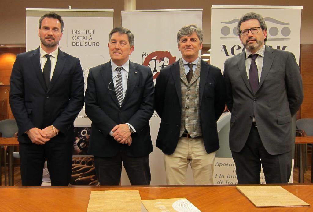 D'esquerra a dreta Albert Hereu, de l'ICSuro, el rector de la URV Josep Anton Ferré, Joan J. Puig d'AECORK i Joan Miquel Canals, degà de la Facultat d'Enologia.