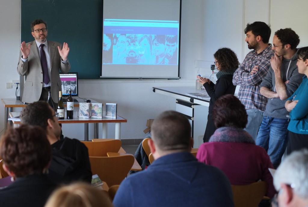 Un momento de la presentación, con el decano de la Facultad de Enología, Joan Miquel Canals.