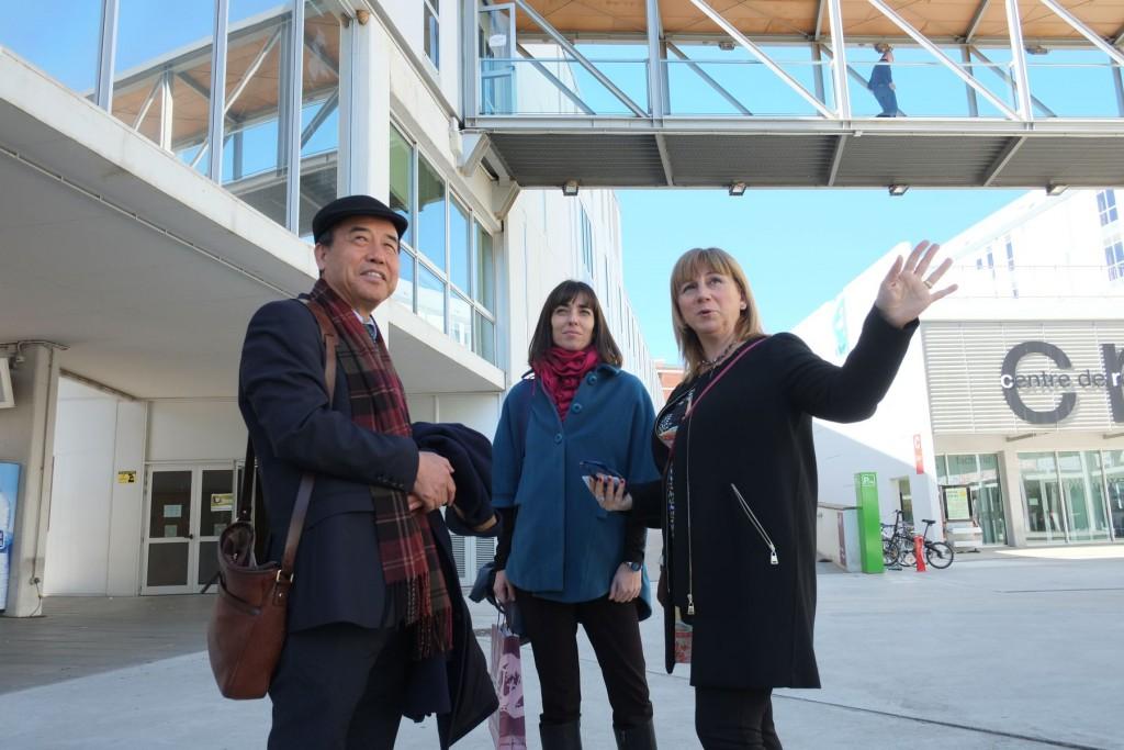 Los responsables de la Fundación Instituto Confucio de Barcelona con la vicerrectora de Internacionalización, de visita por el campus Cataluña.
