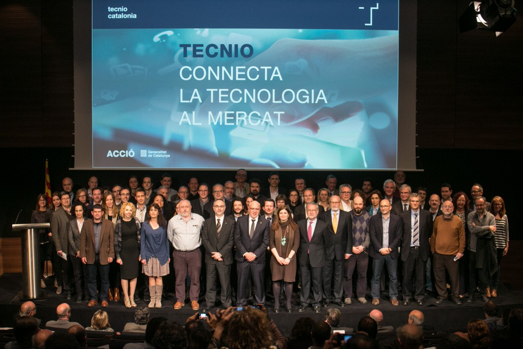 Fotografia de grup de les entitats acreditades amb el segell TECNIO.