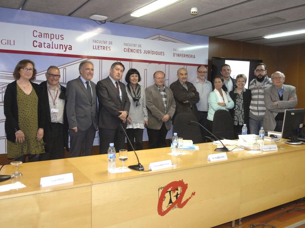 Joan Martí i Castell, amb el rector i membres del Departament de Filologia Catalana.