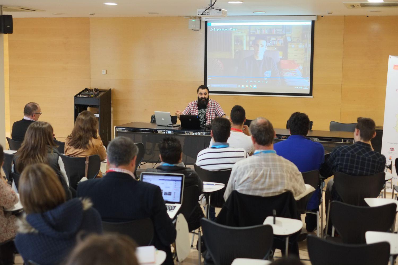 El youtuber Miguel Ángel Rodríguez, durant la seva intervenció.