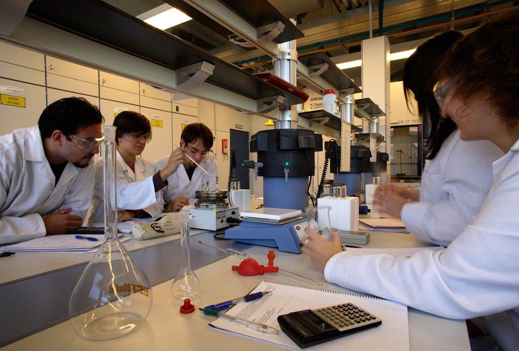 Universitat Rovira i Virgili, campus de Sescelades, Tarragona. Facultat de Química i Facultat d'Enologia.