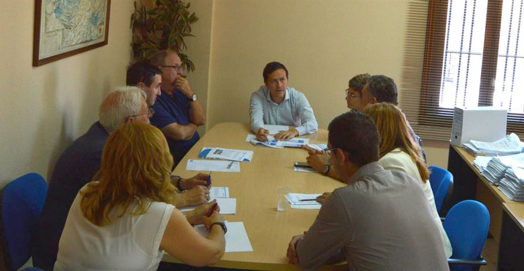 Reunión entre los investigadores de la URV encargados del estudio y miembros del gobierno local de Seseña
