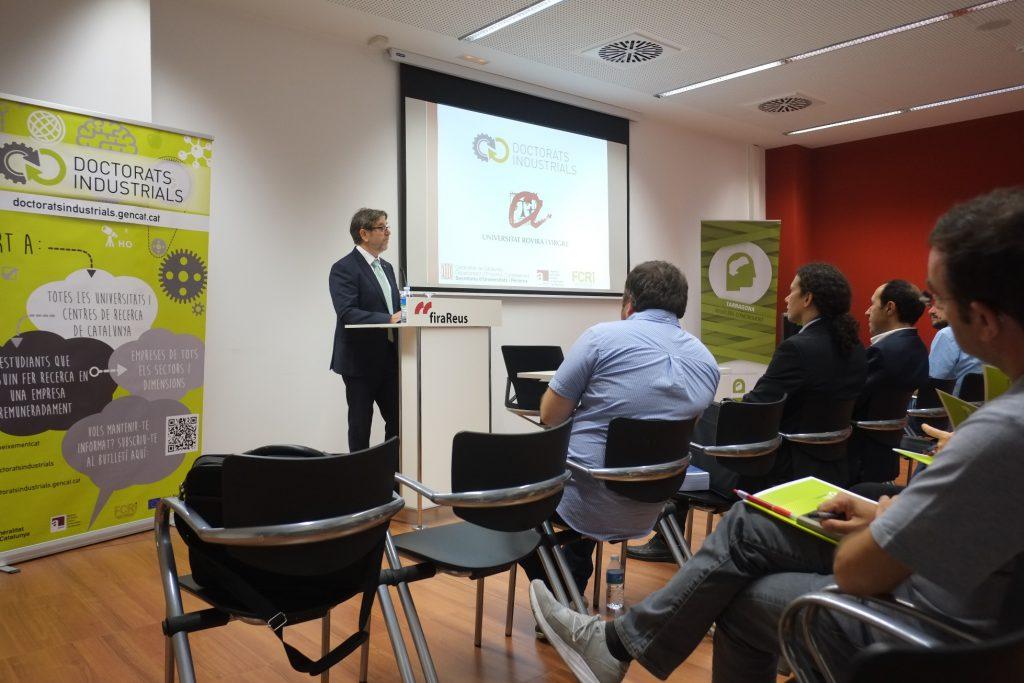 El vicerector de Transferència i Innovació, Josep Manel Ricart, durant la jornada d'intercanvi d'experiències que s'ha fet a la Fira de Reus.