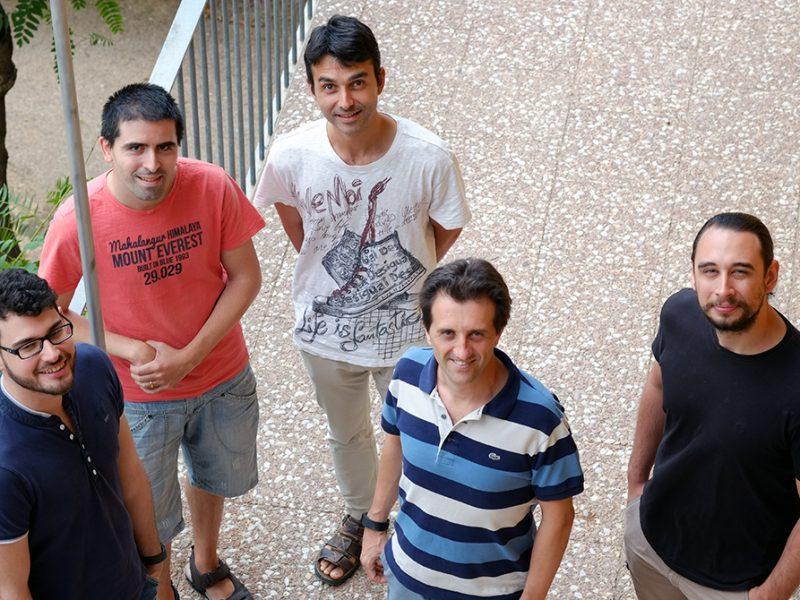 El coordinador del proyecto Pedro García con el equipo de investigadores de la URV que están desarrollando IOStack