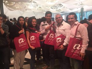 Un grup d'estudiants a la fira QS grad school tour, a Bogotà.