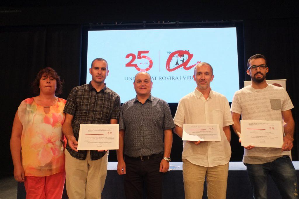 Membres del PAS amb el premi Xavier López Vilar.