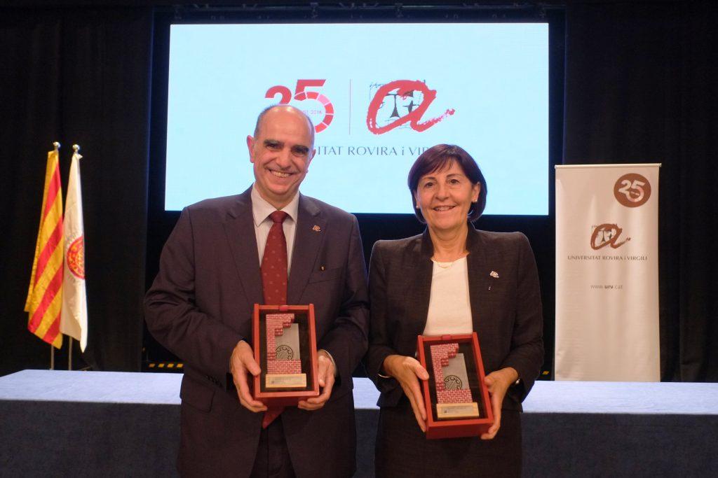 Els professors distingits Aurora Ruiz i Francesc Xavier Grau.