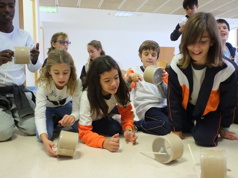 Més de mil nenes i nens han participats en els tallers d'APQUA, al CRAI del campus Sescelades.