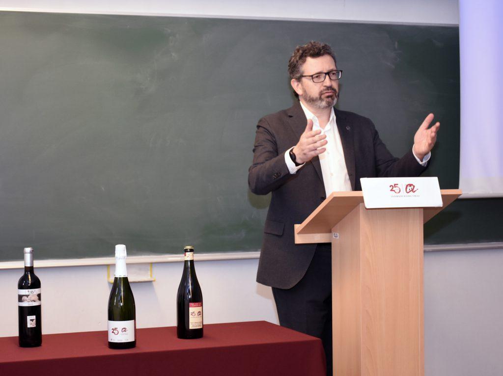 El degà de l Facultat d'Enologia, Joan Miquel Canals, durant la inauguració de curs.