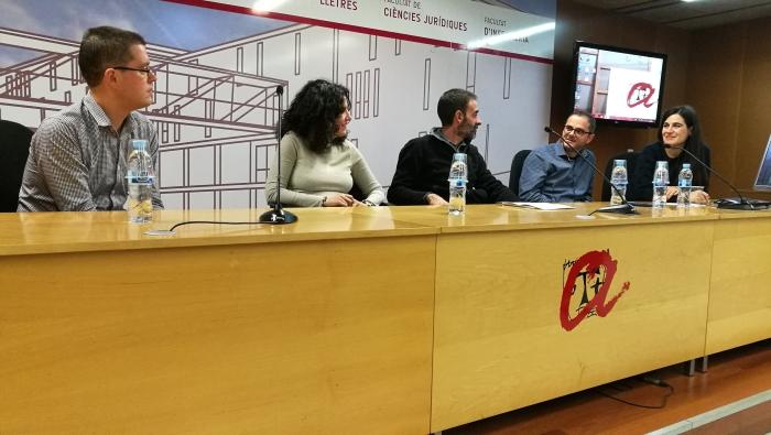 Els integrants de la taula rodona, moderada per Bernat López, que va cloure el seminari. Fotografia: Anna Sendra.