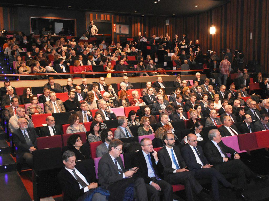 El públic ha ocupat la platea del teatre Tarragona.