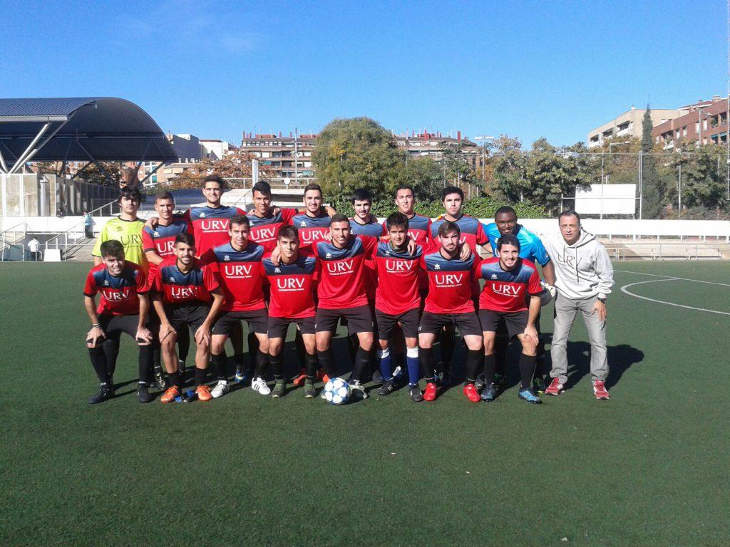 L'equip de futbol 11 masculí, durant la jornada.