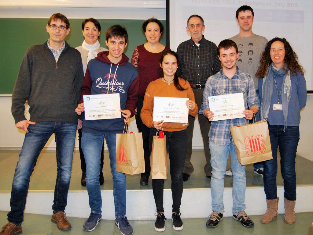Els estudiants premiats (d'esquerra a dreta), Jaume Boada, Marina Zafrilla -la guanyadora- i Arnau Dols.