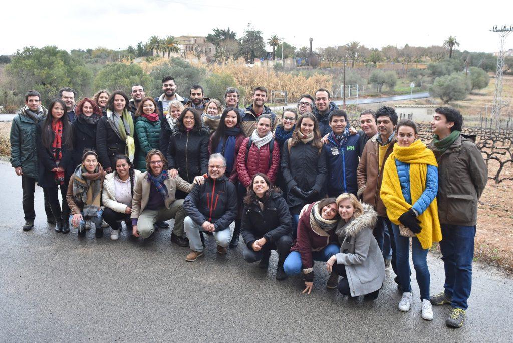 Estudiants i professors del màster WINTOUR van organitzar una calçotada de comiat abans de marxar a Burdeus a continuar els estudis.