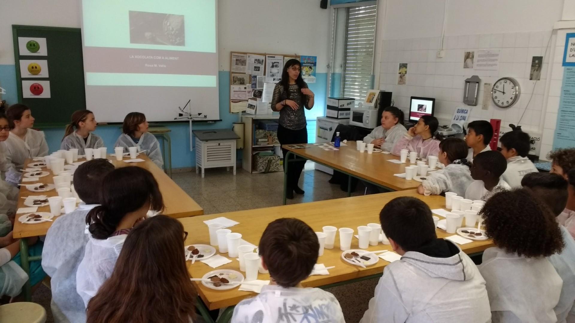 La investigadora Rosa Maria Valls, durant el taller.