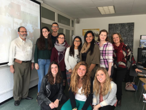 Group of American and Catalan students during the workshop given by professor Neus Lorenzo