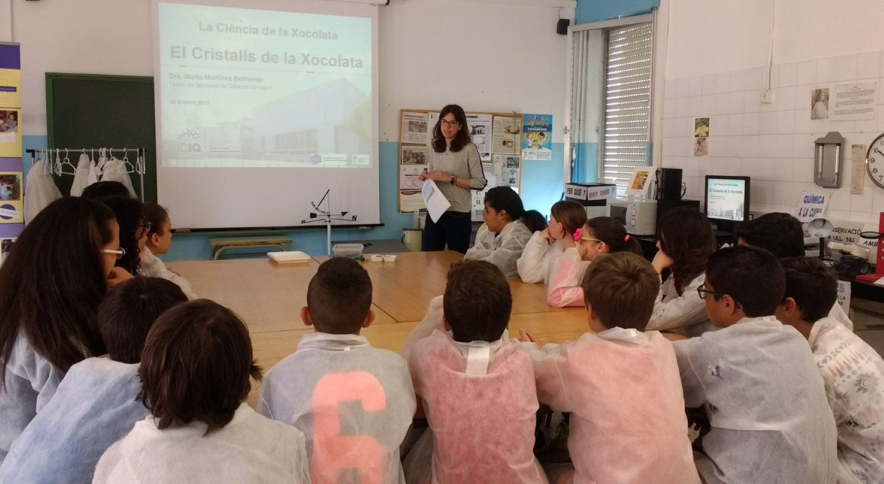 La investigadora Marta Martínez impartint el taller.