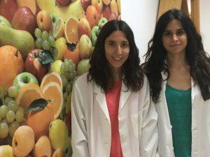 Les investigadores Nerea Becerra i Núria Rosique, que van guanyar el premi els anys 2017 i 2016, respectivament.