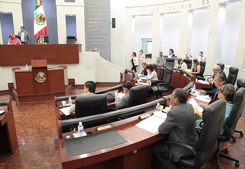 Sesión en el Parlamento de San Luis de Potosí.