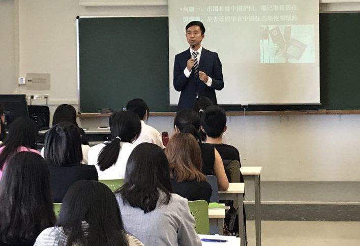 Wang Shuo durant la seva conferència.